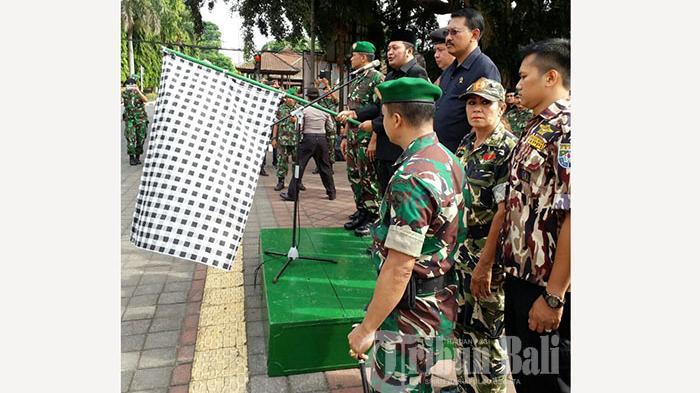 TNI Gerak Jalan Melintasi Beberapa Kota di Bali