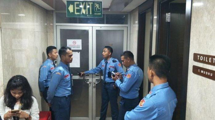 Terdengar Suara Berdesing Diikuti Kaca Pecah, Begini Cerita Peluru Nyasar di Gedung DPR