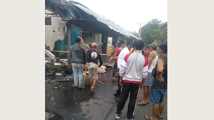 BREAKING NEWS - Kebakaran Warung di Banjar Sulangai Petang, Ni Made Suciani Histeris Minta Bantuan