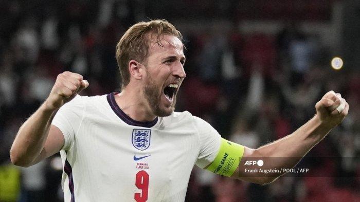 Pemain depan Inggris Harry Kane melakukan selebrasi setelah memenangkan pertandingan sepak bola semifinal UEFA EURO 2020 antara Inggris dan Denmark di Stadion Wembley di London pada 7 Juli 2021.