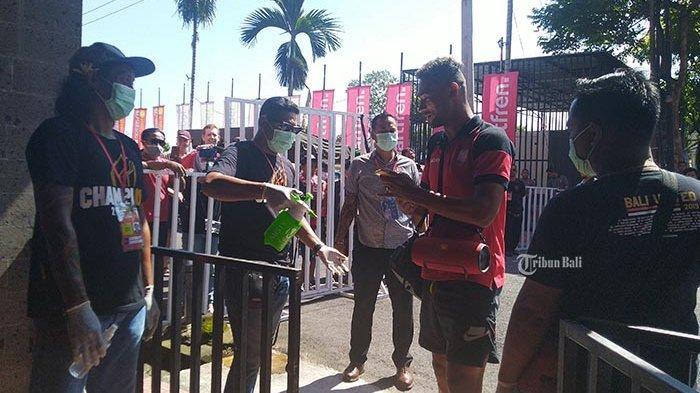 Thermo Scanner dan Hand Sanitizer Disediakan di Stadion Dipta Gianyar