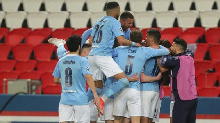 Pemain Manchester City merayakan selebrasinya setelah membobol gawang PSG di leg pertama semifinal Liga Champions, Kamis 29 April 2021.