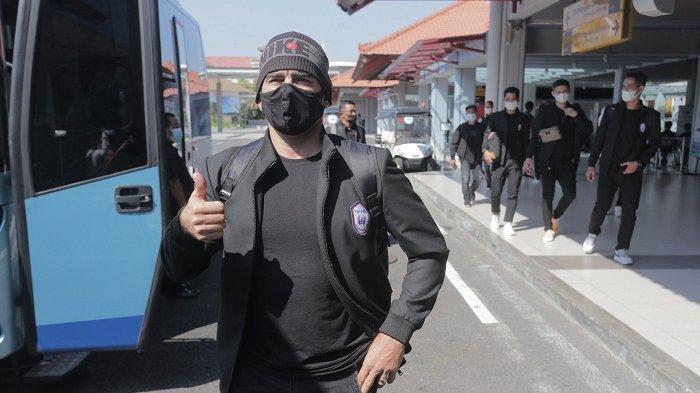 RANS CIlegon FC Kalah Telak dari Arema FC, Ini Reaksi Nagita Slavina Dan Raffi Ahmad