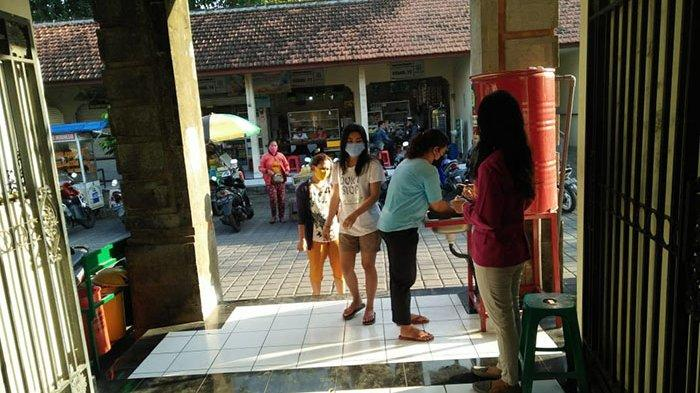 Satgas Gotong Royong Covid-19 Kelurahan Panjer Sosialisasi Prokes ke Pasar Nyanggelan Setiap Pagi