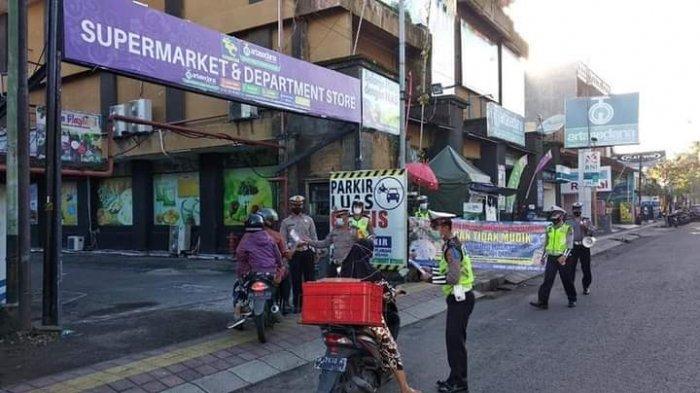 Satlantas Jembrana Bali Bagi-Bagi Masker dan Pasang Spanduk Larangan Mudik