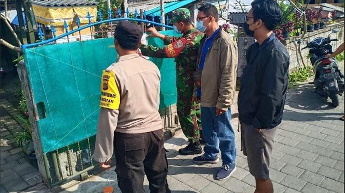 Satgas Covid-19 Sesetan Denpasar Pasang Stiker Penanda di Rumah Warga yang Sedang Isolasi Mandiri