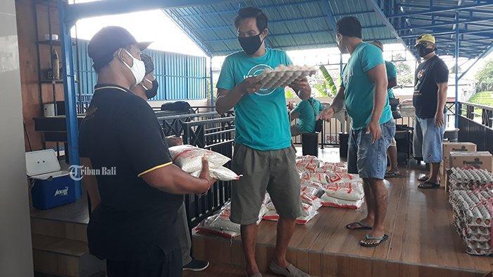 508 Paket Sembako Dibagikan kepada Anggota United Bali Driver Terdampak Covid-19
