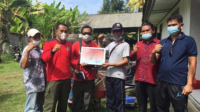 KPH Bali Barat Serahkan Bantuan Alat Ekonomi Produktif untuk 7 Kelompok Usaha Perhutanan di Jembrana