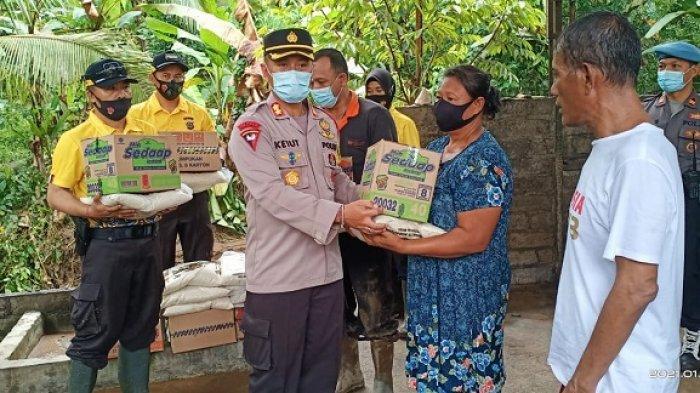 Kapolres Jembrana Salurkan Bantuan pada Korban Banjir Bandang di Pekutatan