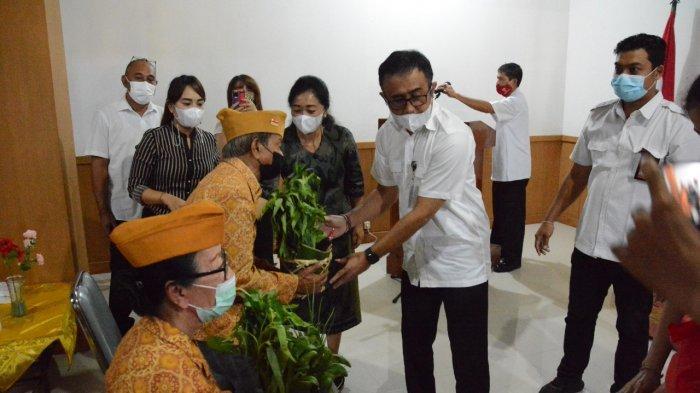 Peringati Bulan Bung Karno III di Denpasar, Veteran 'Dihadiahi' 125 Paket Sayur