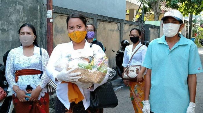 33 KK yang Melaksanakan Isolasi Mandiri di Kelurahan Sumerta Telah Diberikan Bantuan Sembako
