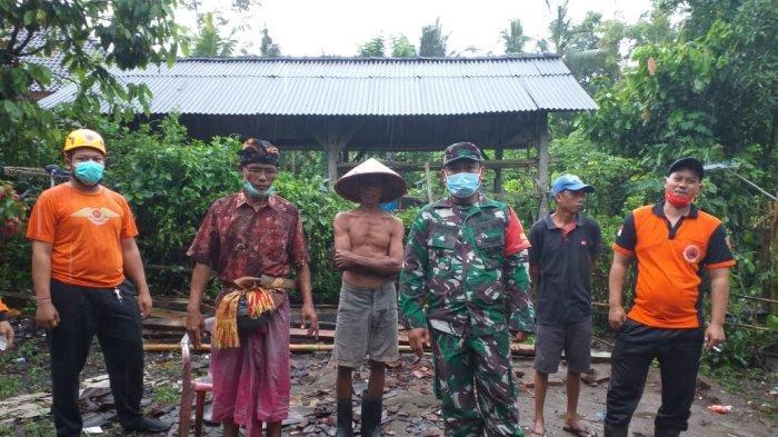Hujan Deras di Jembrana SebabkanTanah Longsor dan Bangunan Semi Permanen Roboh