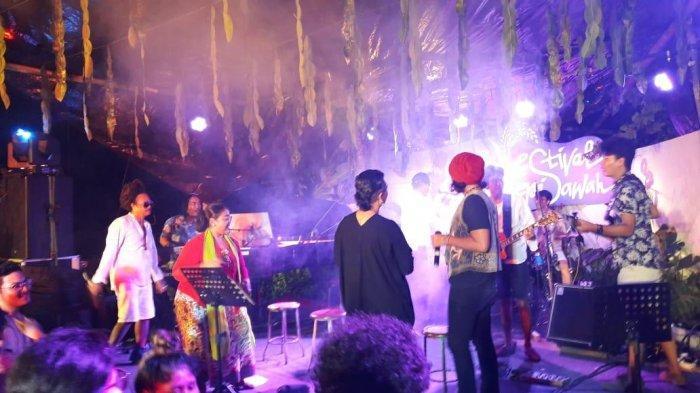Woro hingga Endah Laras Meriahkan Malam Pembukaan Festival Tepi Sawah
