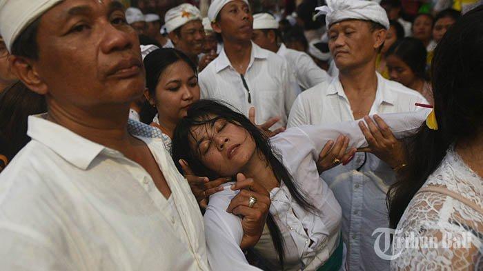 Kerauhan dan Kerasukan, Apa Perbedaannya Dalam Hindu Bali?