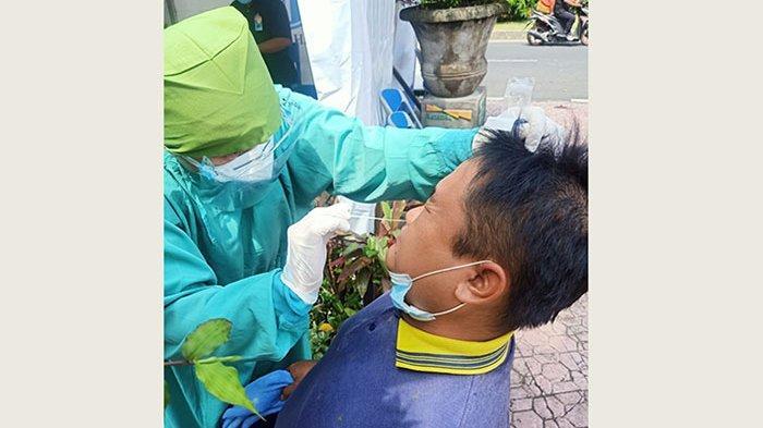 Penyekatan Ops Ketupat Agung 2021, 4 Orang Asal Jawa Timur Jalani Tes Rapid Antigen