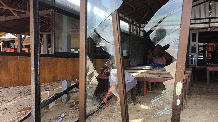 Sejumlah Cafe di Pantai Jimbaran Rusak Diterjang Gelombang Tinggi Kemarin, Kerugian Puluhan Juta