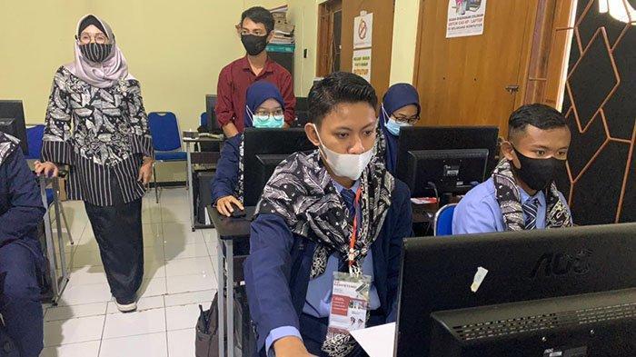 Agar Mudah Kerja, Pemkab Banyuwangi Fasilitasi Anak Muda Uji Kompetensi Gratis Hotel Hingga Komputer