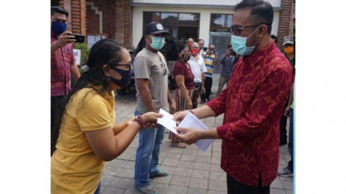 Secara Serentak, Pemkot Denpasar SerahkanBLT di Empat Kecamatan