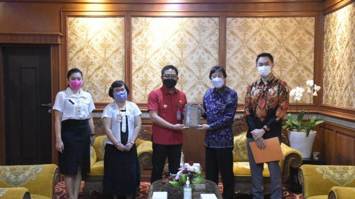 Pemkot Denpasar Terima Bantuan CSR Alat Bantu Kesehatan dari Sanidata Group