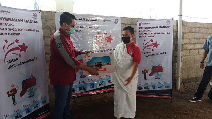 Kirim 2.500 Lembar Bungkus Semen, Pemuda Banyuwangi Raih Hadiah Umroh