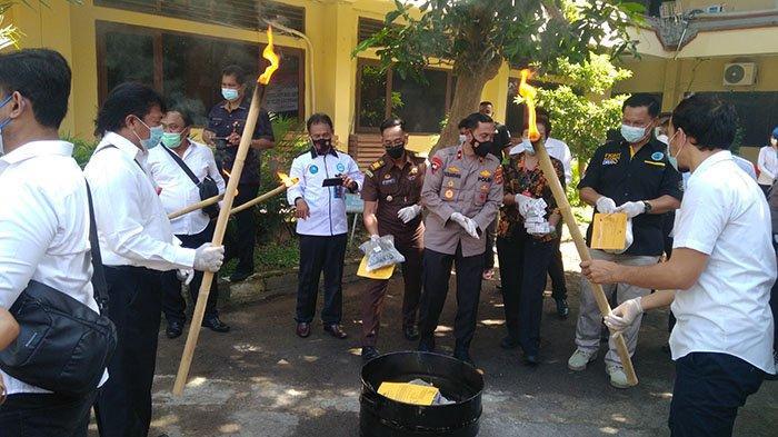 Polda Bali Musnahkan Barang Bukti Narkoba Berbagai Jenis Seberat Ribuan Gram dan Puluhan Ribu Butir