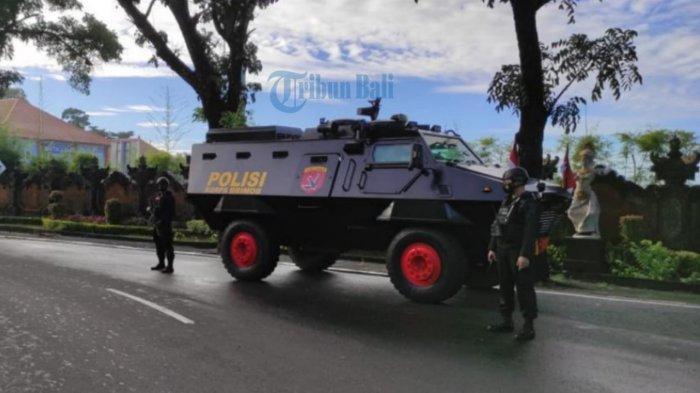 Pasukan Gegana dan Rantis Brimob Polda Bali Terjun Amankan Distribusi Vaksin Covid-19 di Bali