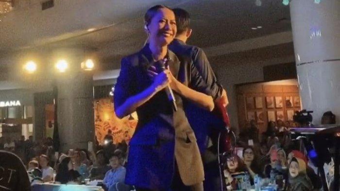 Nyaris Tak Kuat, Video Detik-detik BCL Berurai Air Mata Saat Nyanyikan Lagu Ini di Atas Panggung