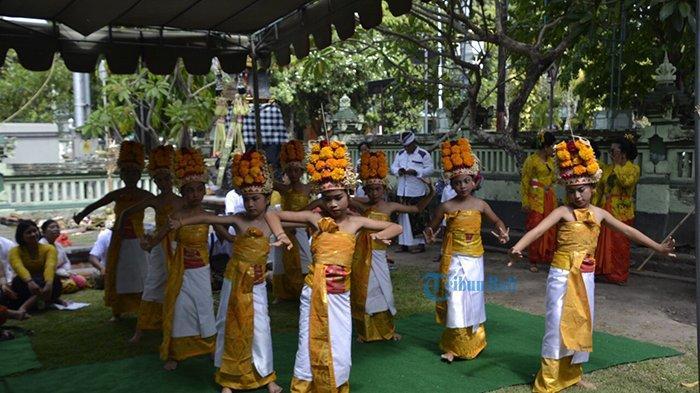 Tingkatkan Keimanan, Korem 163/Wira Satya Haturkan Piodalan di Pura Ksatria Raksa Bhuwana