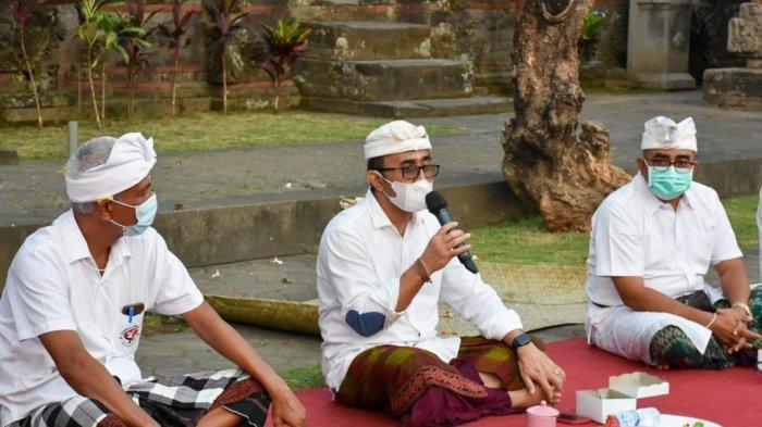 Wali Kota Denpasar Melakukan Pencanangan Program 100 Persen Vaksinasi Covid-19 di Desa Adat Penatih