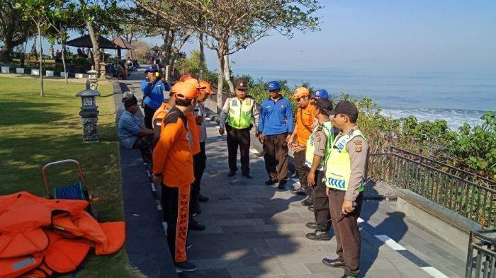 Info Terkini 2 Pemancing Tergulung Ombak di Tanah Lot, Tim Gabungan Lakukan Pencarian dengan Jet Ski