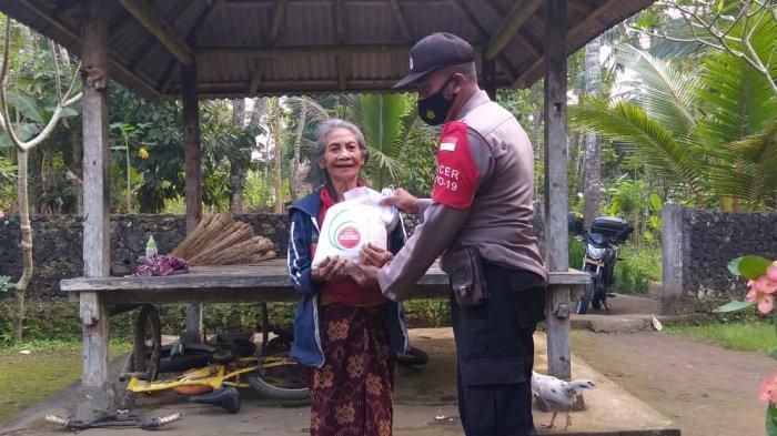 Guna Meringankan Beban Warga, Polres Karangasem Gencar Distribusikan Bantuan Sembako