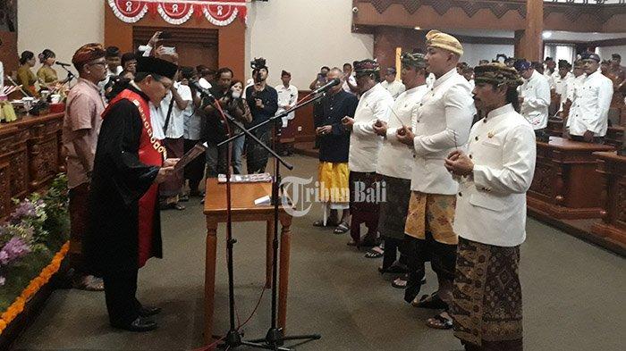 4 Pimpinan Dewan di Kota Denpasar Diambil Sumpah