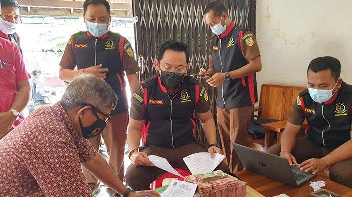 Terkait Perkara Korupsi Dana KUR di Bank BUMN, Penyidik Kejari Badung Geledah Koperasi di Tibubeneng