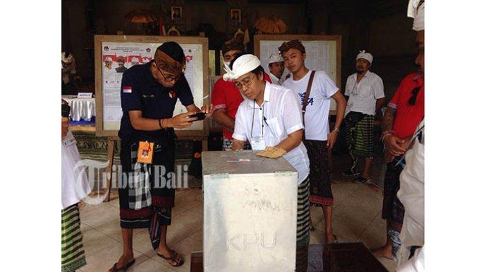 Koster-Ace Unggul Penghitungan Suara di TPS 3 Banjar Ubud Tengah Tempat Cok Ace Nyoblos