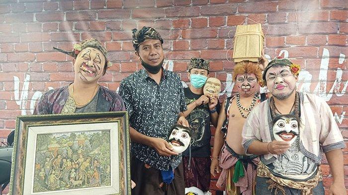 Sosok Seniman Asal Gianyar I Nyoman Selamet, Pengrajin Topeng Sekaligus Memiliki Hobi Melukis