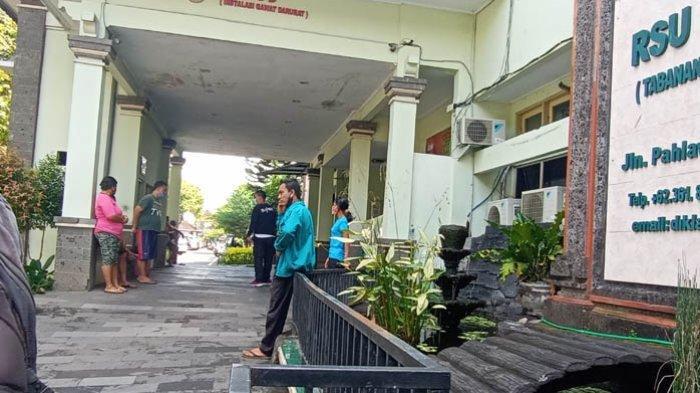 Kadek Ngamuk di IGD BRSU Tabanan Ketika Hendak Dirujuk ke RSJ Bali