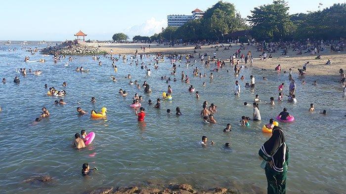 Pantai Sanur Ramai Pengunjung, Satgas Covid-19 Denpasar:Jangan Terlalu Euforia Agar Tak Ditutup Lagi