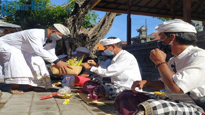 Desa Adat Buleleng Gelar Upacara Ngrastiti Bhakti, Memohon Covid-19 Cepat Menghilang