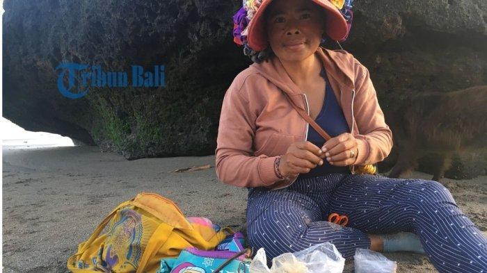 Cerita dari Bu Wayan yang Hanya Hasilkan Rp10.000 Per Hari, Hanya Harap Semua Normal Kembali
