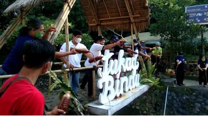 Jernihkan Air dan Hilangkah Bau, Tukad Bindu di Denpasar Bali Dituangi 200 Liter Eco Enzyme