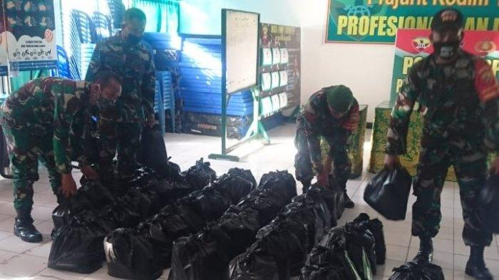 Kodim 1609/Buleleng Distribusikan Ratusan Paket Sembako Bagi Warga Terdampak Covid-19