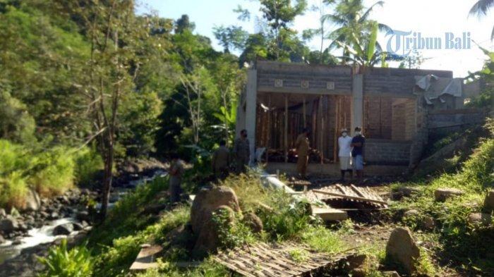 Satpol PP Jembrana Segel Bangunan Rumah Makan di Sepadan Sungai Gelar