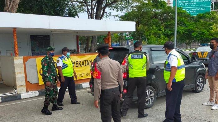 Petugas Gabungan Sasar Kawasan Bandara di Bali, 4 Orang Diberikan Teguran