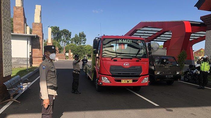 Belasan Pengendara Diminta Putar Balik di Pos Penyekatan Terminal Kaliakah Jembrana