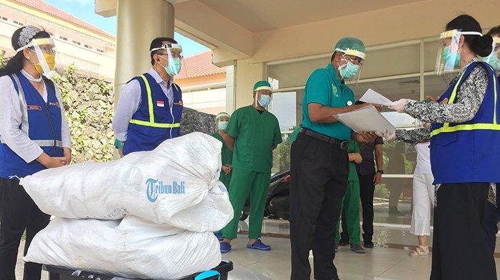 Bantu Percepatan Penanganan Covid-19, Rotary District 3420 Berikan Bantuan APD ke RS Unud