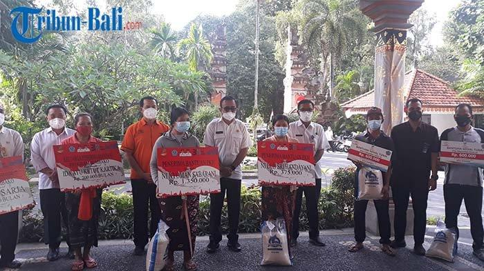 Pemkot Denpasar Serahkan Tiga Jenis Bantuan dari Pusat kepada 14.477 Keluarga Penerima Manfaat