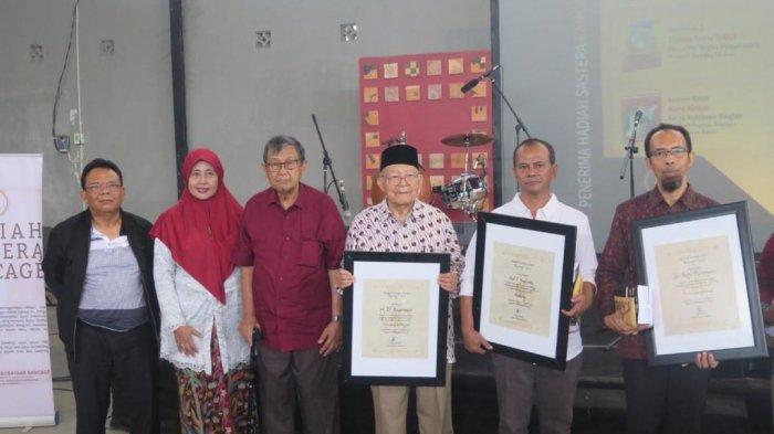 Mantan Kepala SMKN Bali Mandara Raih Hadiah Sastera Rancage 2020 Kategori Sastra Bali
