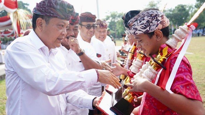 Siswa Berprestasi Tingkat Nasional Dapat Penghargaan di Hardiknas 2019