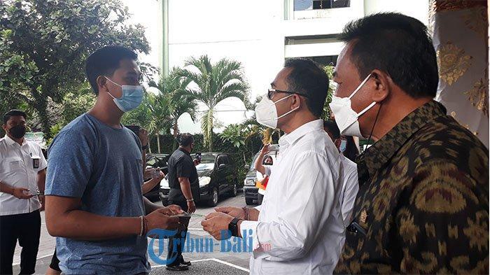 10 Ribu KK di 16  Kelurahan Dapat BLT, Wali Kota Denpasar Serahkan Secara Simbolis