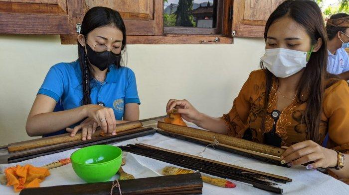 Lontar Diolesi Minyak Sereh Agar Lentur, Konservasi Koleksi Museum Semarajaya Klungkung